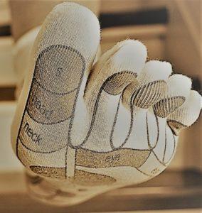 Nel piede sono riflessi organi e ghiandole ...